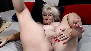 Mature BBW enjoys solo masturbation