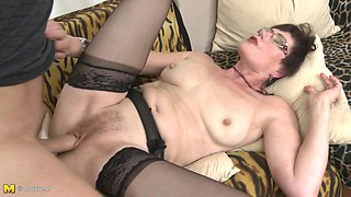 Short haired mature MILF Ryanne fucks in high heels and glasses