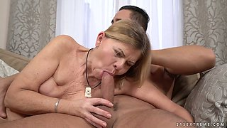 Old bitch Samantha gets intimate with one young dude living nextdoor