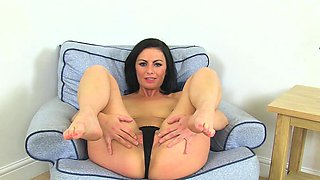 Roxanne Cox is a Sexy British MILF Who Loves to Masturbate