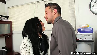 Buxom brunette brickhouse Audrey Bitoni get her cunt stuffed