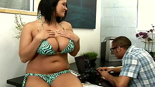 Chubby brunette Carmella Bing blows and jumps on a cock