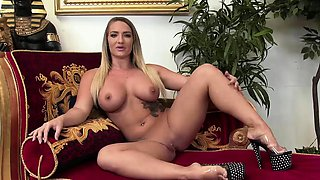 Hot babe gets fucked at the gym