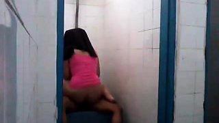 malay- tudung hijab gf fucked in toilet