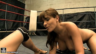 Sporty chicks Valery Summers and Brandy Smile bang each other with a dildo