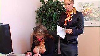 Hot mistress gives facesitting