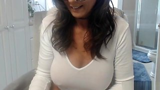 Wet Gorgeous Mommy Flashing On Camshow