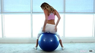 juggy babe alexis adams rides a gym before riding a fat dick
