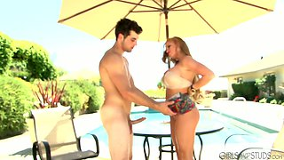 Poolside quickie with blonde babe Nikki D and Jack King