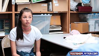 Petite teen shoplyfter just dont want her daddy to know