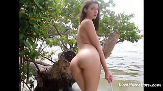 Teen With Perfect Ass Fucked On The Beach