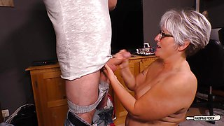 HAUSFRAU FICKEN - BBW German mature hardcore stuffed