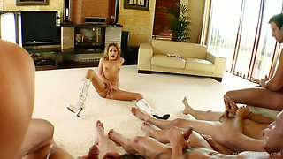 Heart stopping beauty Petra Pearl gives head to her eager fellows