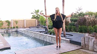 Stunning MILF Kelly Madison enjoys flaunting her curves