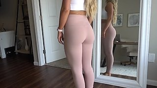 Voyeur and cameltoe leggins gym youtuber