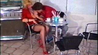 Horny dude licks pussy of a lascivious vintage blonde milf