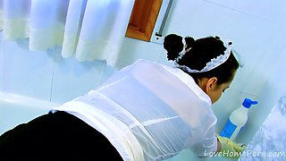 Curvy Maid Goes Diving In Bathroom While Fucked