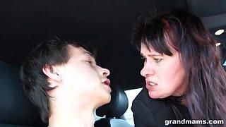 Mature lady handjob in the car