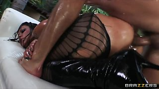Large-butt brunette hair doxy Nikita Denise is oiled up for anal
