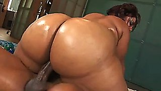 Bootylicious oily bbw ass