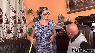 Mature slut has her glasses creamed