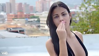 colombian teen denisse gomez pours water on her flawless body