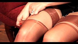Jenna in sexy nylons
