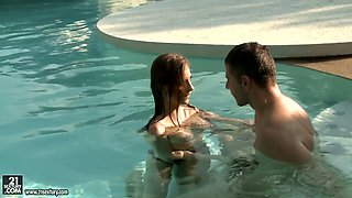 Slutty babe in bikini Mary Wet gets her anus fucked by the poolside