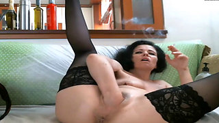 Kinky mature camgirl returns to fist & gape